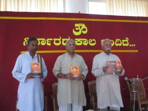 RSS Sarasanghachalak Mohan Bhagwat released the revised version of 'Kruti Roopa Sangha Darshan', (a book on formation, principles, growth and reach of RSS) at Sanghanikethan Mangalore on February 4th, Monday morning.