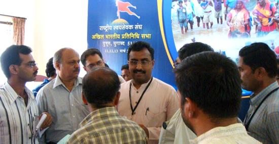 Ram Madhav interacts with Press Persons at ABPS-2011 at Puttur
