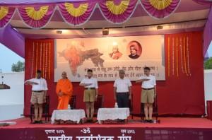 Pawan Jindal-Nirmalananda Swamiji-Bhagwat-Samarjit Gaekwad-Dr Dilip Gupta-SSV-Samarop Nagpur-June-6-2013