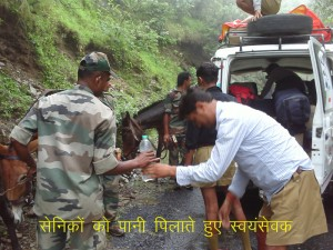 RSS Swayamsevaks offering water to the Army Jawans.