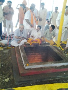 RSS Sarakaryavah (General Secretary) Suresh Bhaiyyaji Joshi attended special HOMA-HAVAN held at Dehradoon, Uttarakhand, offered religious tribute to those died in unprecedented Uttarakhand Flood.