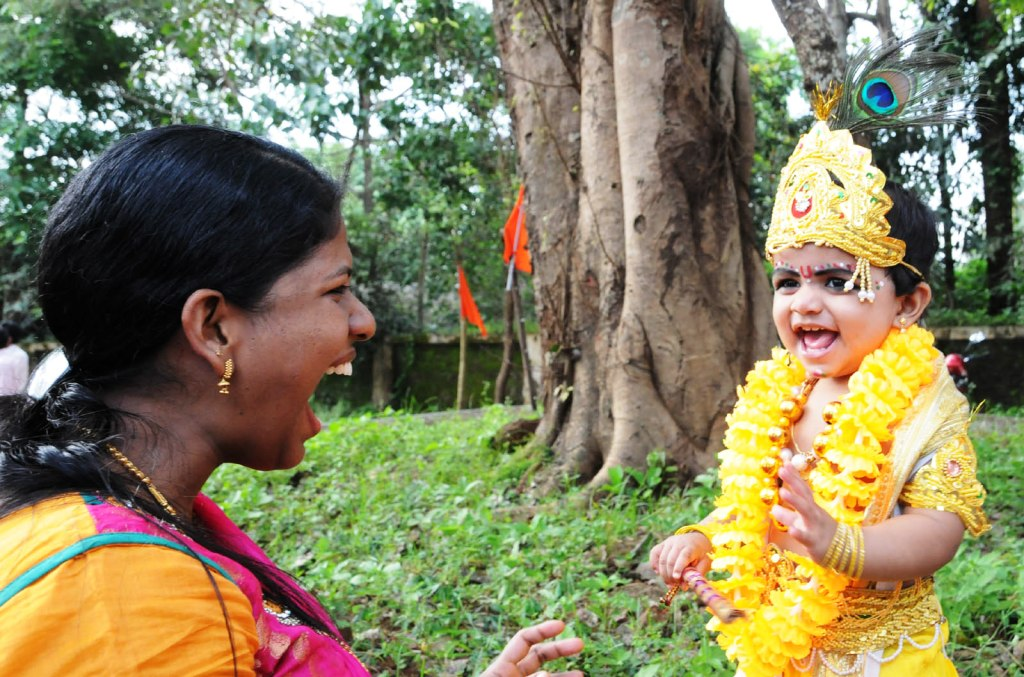 What else a mother want ! This Krishna makes a priceless smile!