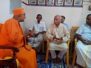 Bhagwat meets Gautamananda at Chennai Aug 22-2013