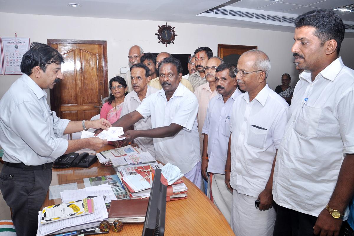 KASARAGOD: Memorandum submitted to DC by RSS leaders Dinesh Kasaragod, VHP leader Bayadi Venkataramana Bhat