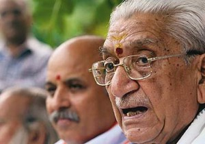 VHP functionaries Ashok Singhal, Dr Pravin Togadia (File Photo)