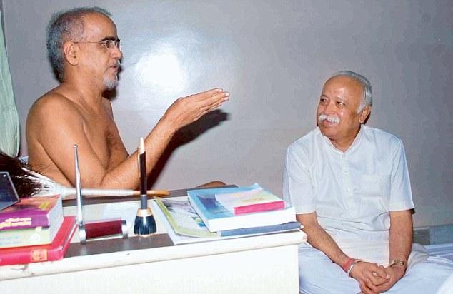 RSS Chief Mohan Bhagwat Meets Jain Guru Poojya Tarun Sagar ...