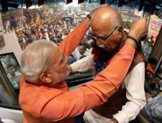 40_01_39_10_Modi_with_advani_H@@IGHT_249_W@@IDTH_328