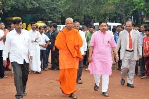 DHARWAD: Sri Swamiji of Ramakrishna Mutt of Dharwad, MP Prahlad Joshi at Bharat Doud Inaugural