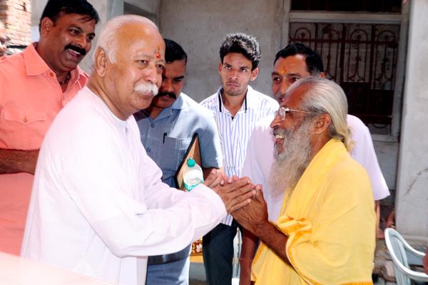 RSS Chief Mohan Bhagwat meets Sitaram Kedilaya Sept-8-2013-Rajasthan
