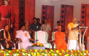 RSS Thinker Parameshwaran speaks, Union Minister Shashi Tharoor seen