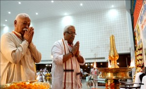 RSS Sarasanghachalak Mohan Bhagwat and RSS Sarakaryavah Suresh Bhaiyyaji Joshi offered prayers before Bharat Mata ahead after inaugurating ABKM Baitak at Kochi on October-25-2013
