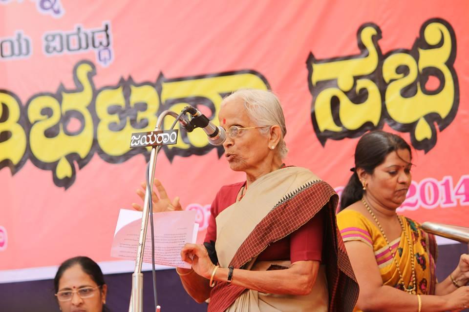 Dr Kamala Prabhakar Bhat, Chief functionary of Rashtra Sevika Samiti speaks on the occasion.