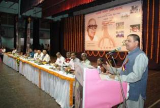 40_12_46_36_Shri_Duttatreya_ji_Addressing_H@@IGHT_214_W@@IDTH_315