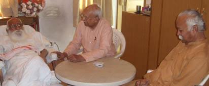 Nanaji Deshmukh along with KS Sudarshan(former RSS Sarasanghachalak) and Mohan Bhagwat, the then RSS Sarakaryavah. (File Photo)