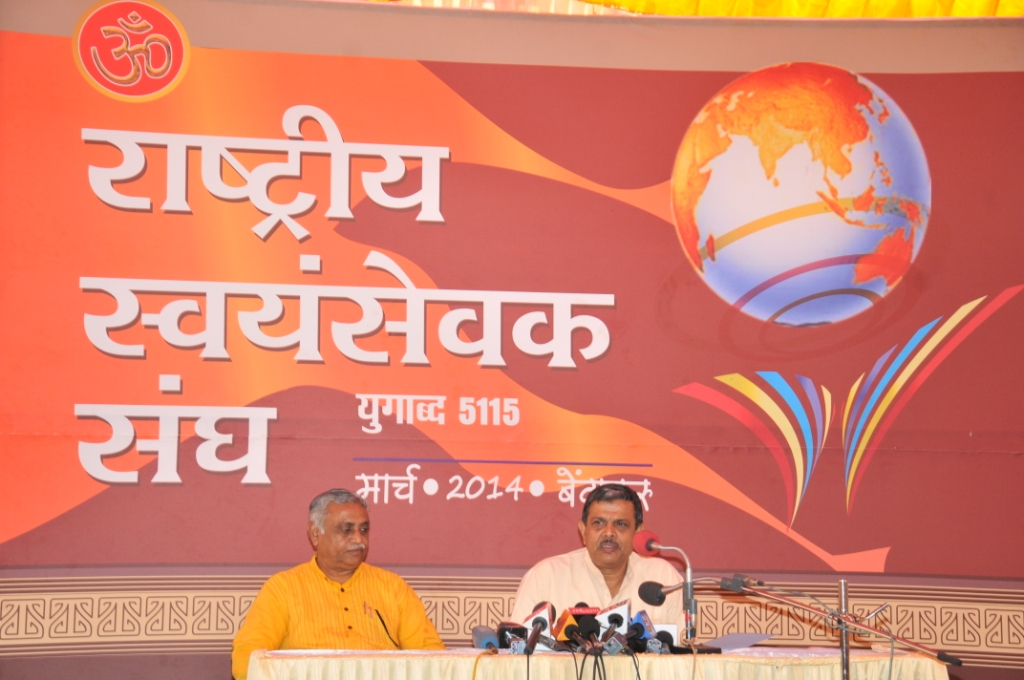 RSS Sahsarakaryavah Dattatreya Hosabale addressing the press. Dr Manmohan Vaidya also seen.