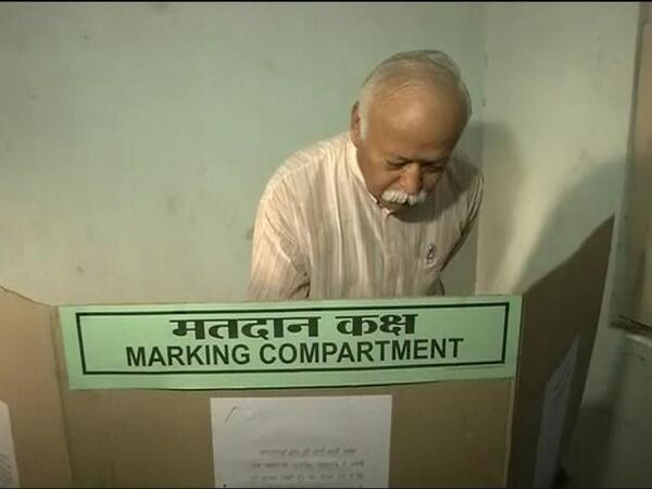 RSS Sarasanghachalak Mohan Bhagwat is one of the earliest voter to cast his vote at Nagpur