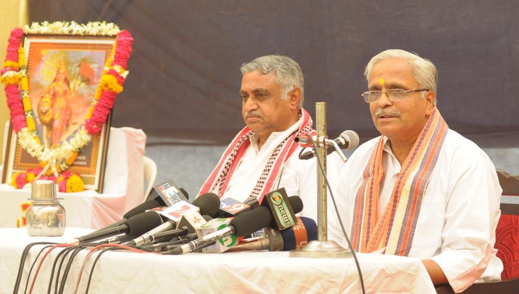 Bhaiyyaji-Suresh-Joshi-addressing-the-media FILE PHOTO