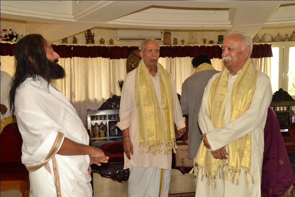 RSS Sarasanghachalak Mohan Bhagwat met Sri Sri Ravishankar at Bangalore in August 2012. (FILE PHOTO)