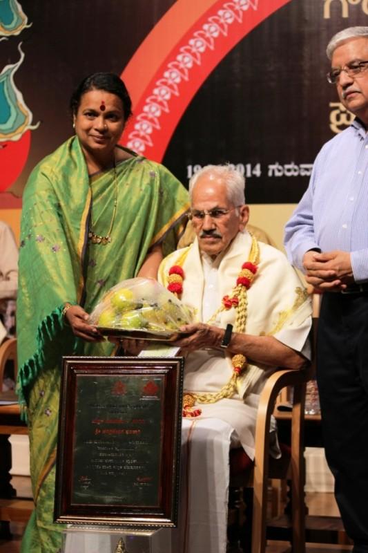 RSS Pracharak Chandrashekar Bhand ari received Karnataka Govt's PUSTAKA BAHUMAANA (Anuvada) award for the year 2011 from minister Umashree in Bangalore on June 19, 2014