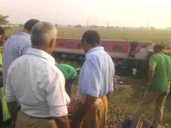 RSS Swayamsevaks helps passengers at Cchapra Railway Accident venue.