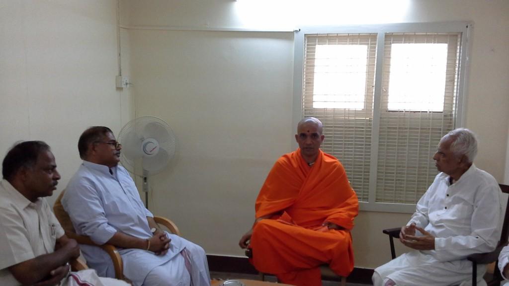 Nirmalanandanatha Swamiji Visit to Keshavakrupa July 24 2014 (13)
