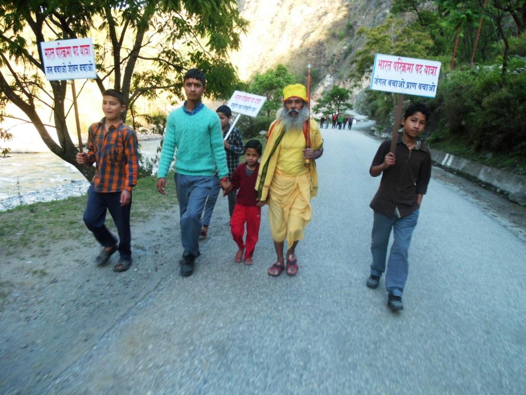 sami ki yatra age bdatay sewa ashrm kai chatra