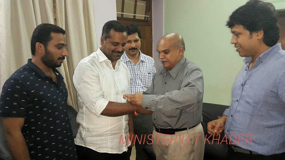 RSS Mangalore Vibhag Sanghachalak Dr P Vaman Shenoy tied Rakhi to Congress leader, State Health Minister UT Khader