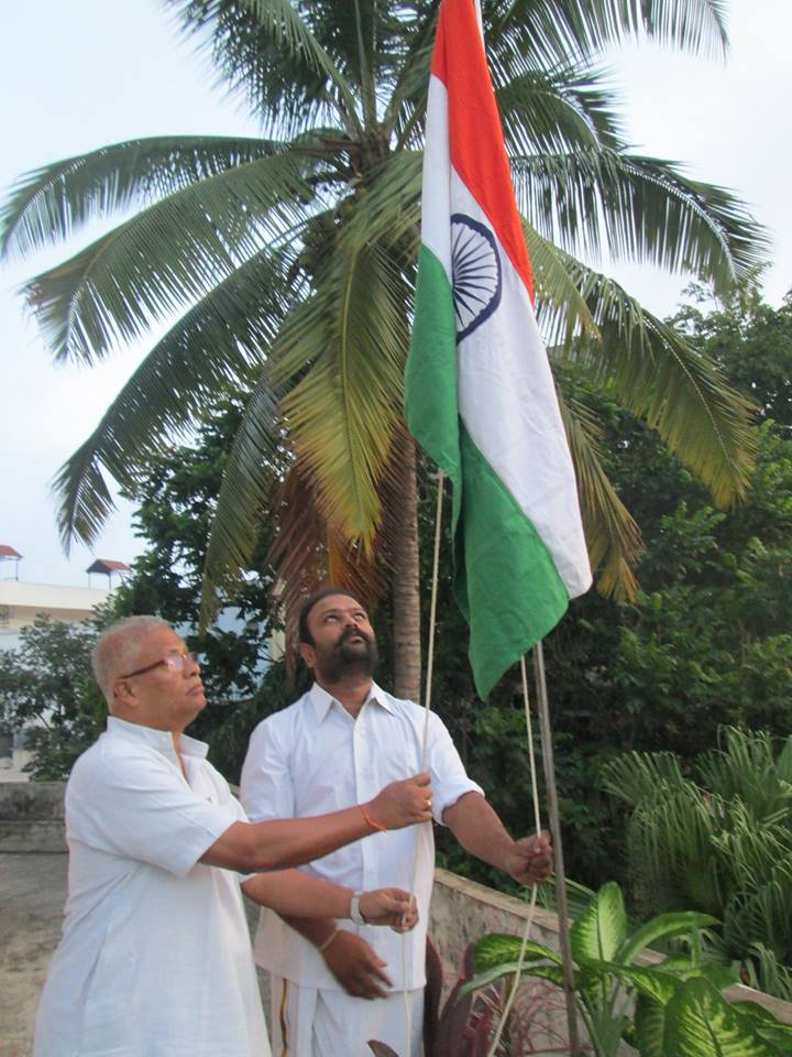 N Dinesh Hegde hoists Flag at KESHAVASHILPA, Bangalore