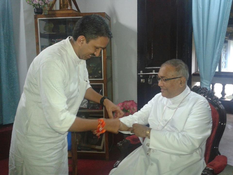 RSS Sah-Vibhag Pracharak of Mangalore, Pradeep ties Rakhi to Bishop of Mangalore, celebrating Raksha Bandhan Aug 10-2014
