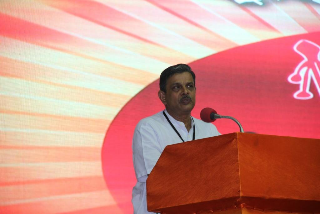 RSS Sahsarakaryavah Dattatreya Hosabale during his valedictory address at SAMARTHA  BHARATA convention Aug 24-2014