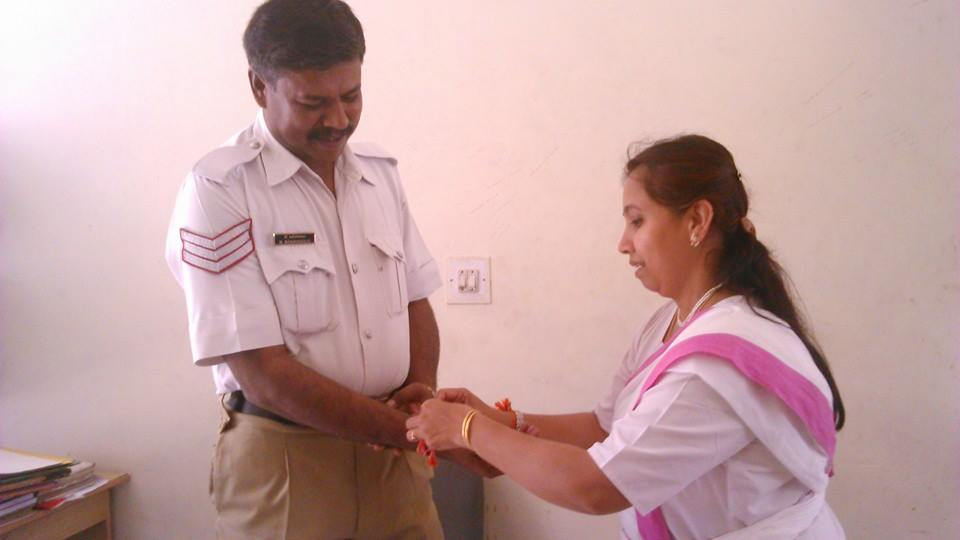 Rashtra Sevika Samiti volunteer Parimala Murthy Rakhi tied to Basavanagudi Police.