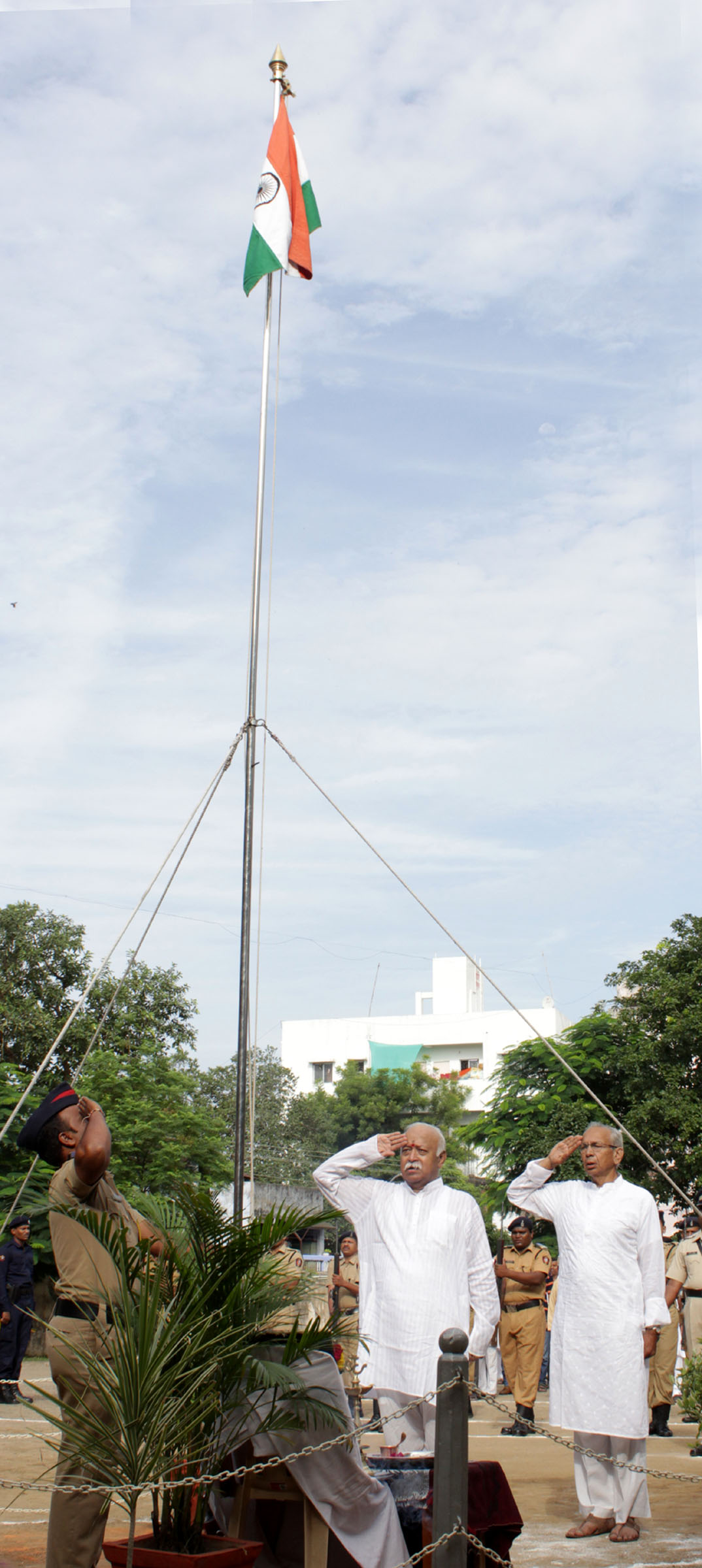 RSS Sarasanghachalak Dr Mohan Bhagwat hoisted National Flag at Dr Hedgewar Bhavan, Mahal, Nagpur today morning