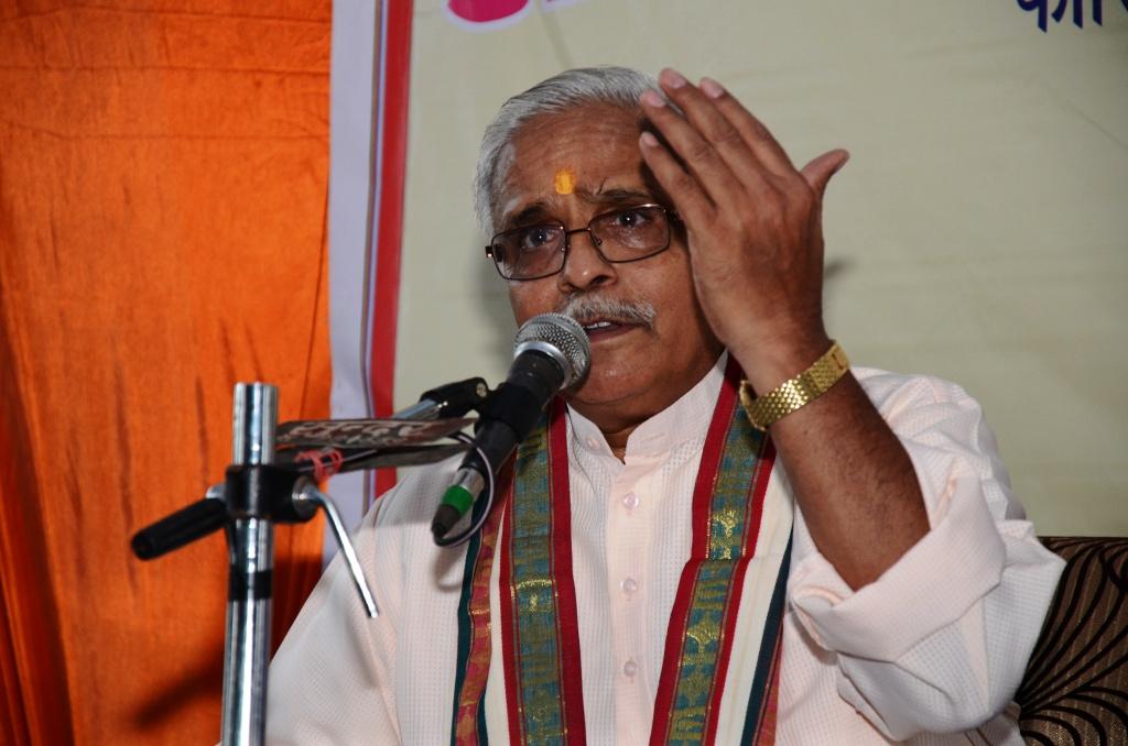 RSS Sarakaryavah Suresh Bhaiyyaji Joshi at press meet during ABKM baitak at Lucknow Oct 20-2014