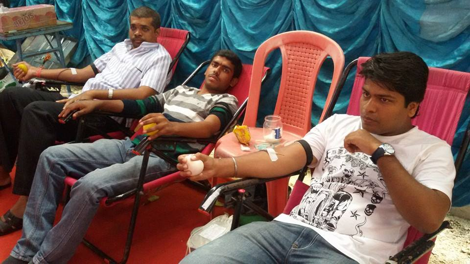 Youth donating blood at Vijayanagar, Bengaluru