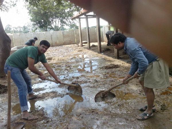 RSS IT Milan Swayamsevaks Cleaning Goushala Bengaluru (2)