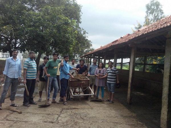 RSS IT Milan Swayamsevaks Cleaning Goushala Bengaluru (4)