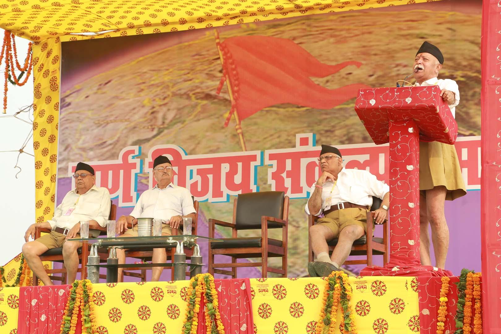 RSS Sarasanghachalak Mohan Bhagwat addressing the valedictory of Yuva Sankalp Shivir at Agra on Monday