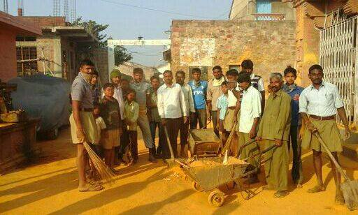 RSS Swayamsevaks cleaned the premises of Hanuman temple at Gokak in Belagavi District as a part of Seva Sanghik.