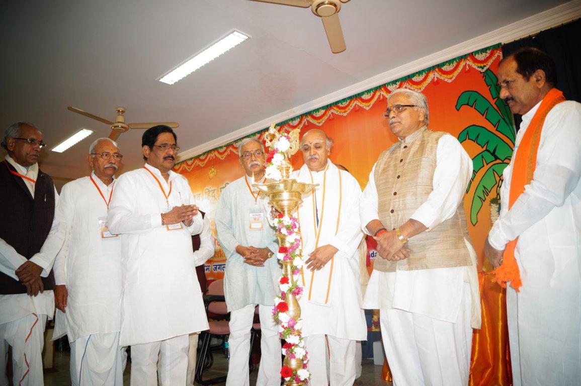 Inaugurated by Bhaiyyaji Joshi, VHP's 2-day Annual Apex Body Meet held at Hyderabad