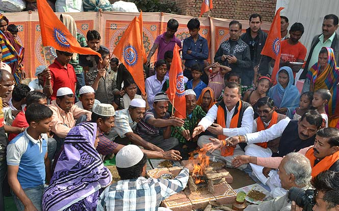 RSS Veteran MG Vaidya writes on #GharWapsi घरवापसी से उठा निष्कारण विवाद : मा. गो. वैद्य