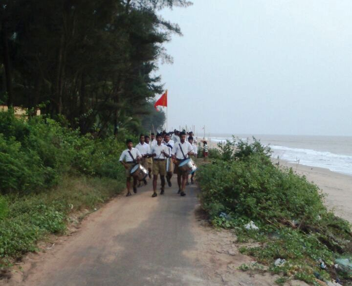 Spectacular RSS Patha Sanchalan held along with the shore of Uppala