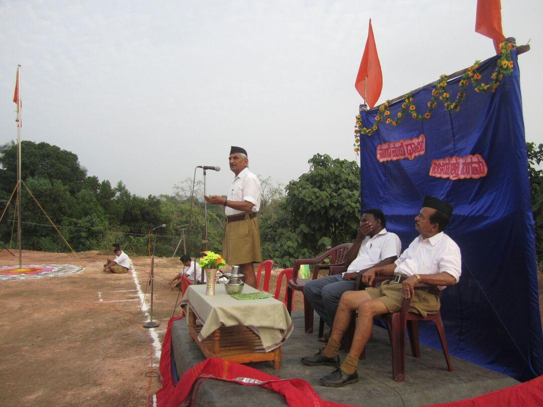 Sanghik at Bayaru Mandala; Dr Kalladka Prabhakar Bhat addresses Swayamsevaks