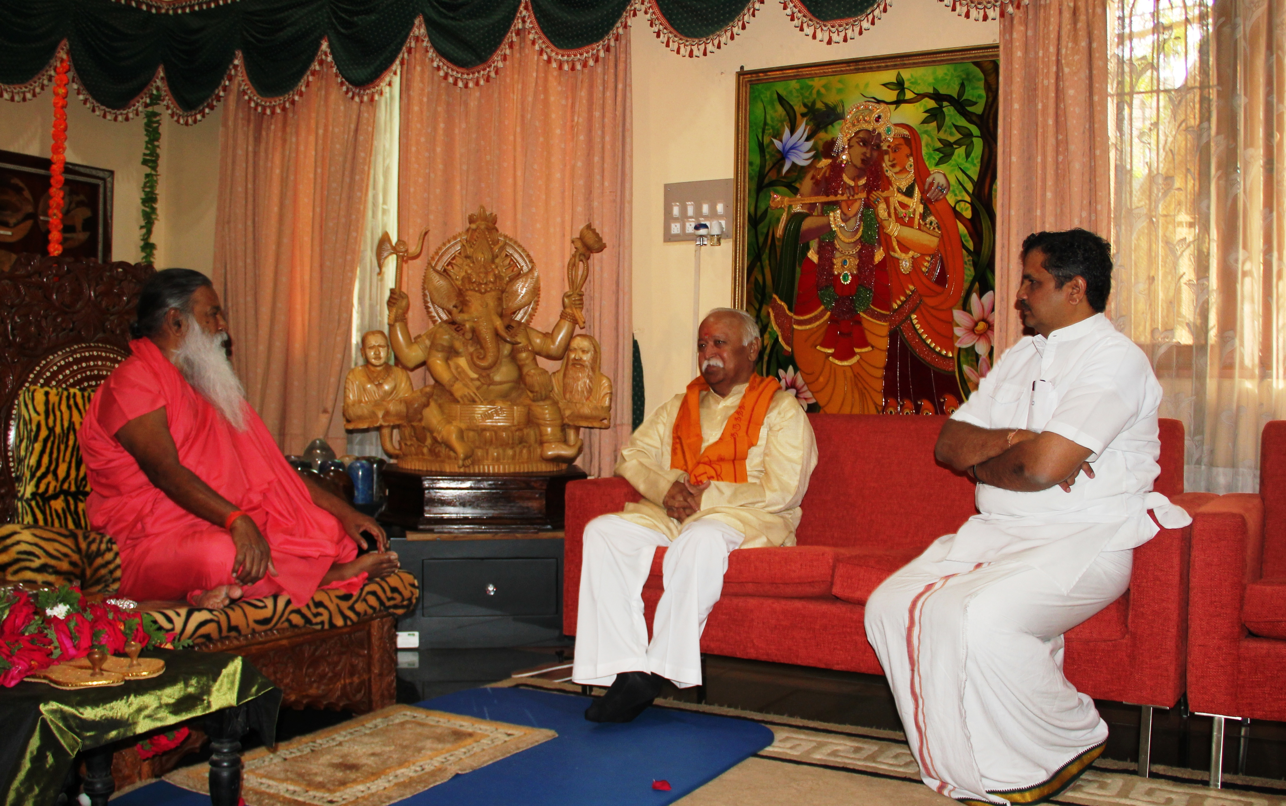 RSS Sarasanghachalak Mohanji Bhagwat met Sri Ganapati Sacchidananda Swamiji at his Ashram in Mysuru February 01, 2015