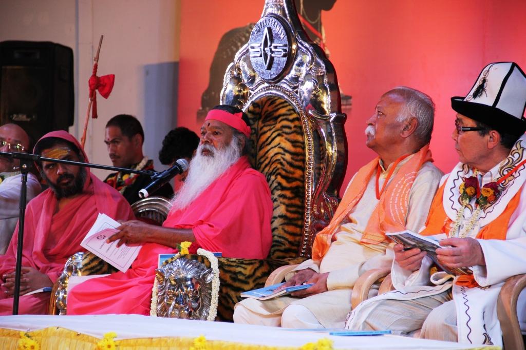 Sri Ganapati Sacchidananda Swamiji addressing