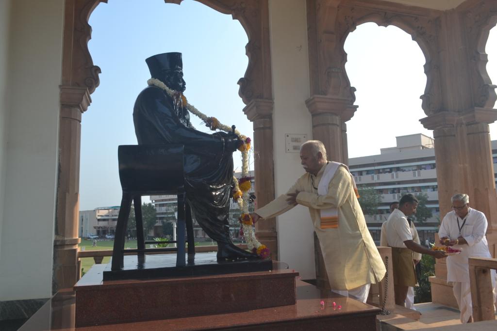 RSS Sarasanghachalak Mohan Bhagwat offered tributes to RSS founder Dr Keshav Baliram Hedgewar at Smruti Mandir, Nagpur - March 13-2015