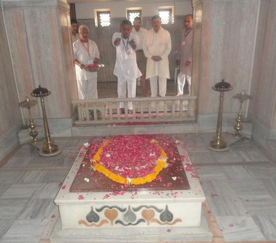 Samadhi Pushparchan by Ma. Sarvadhikari Ji