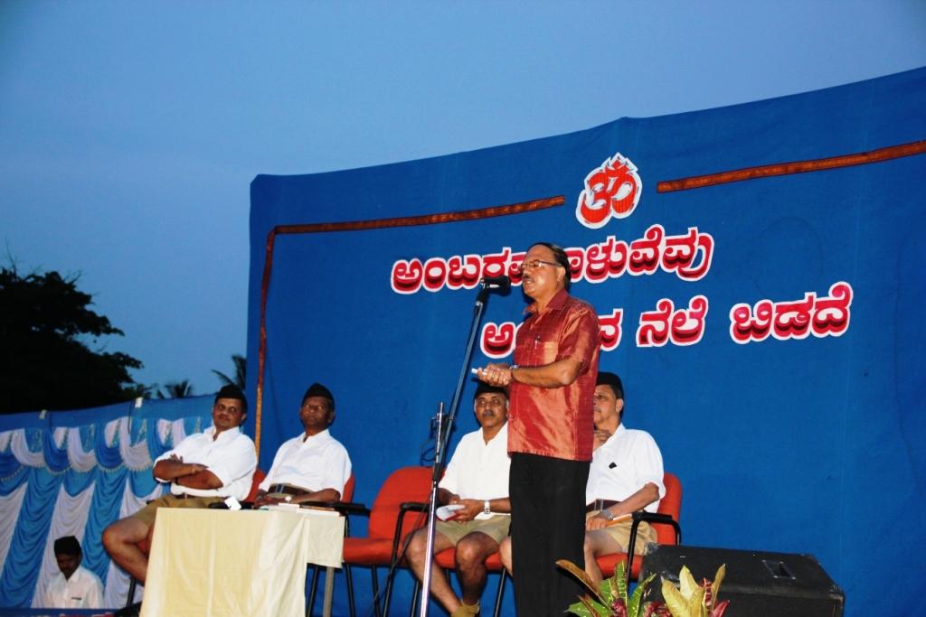 Scientist Sudhindra Haldodderi speaks at RSS Camp May 9-2015