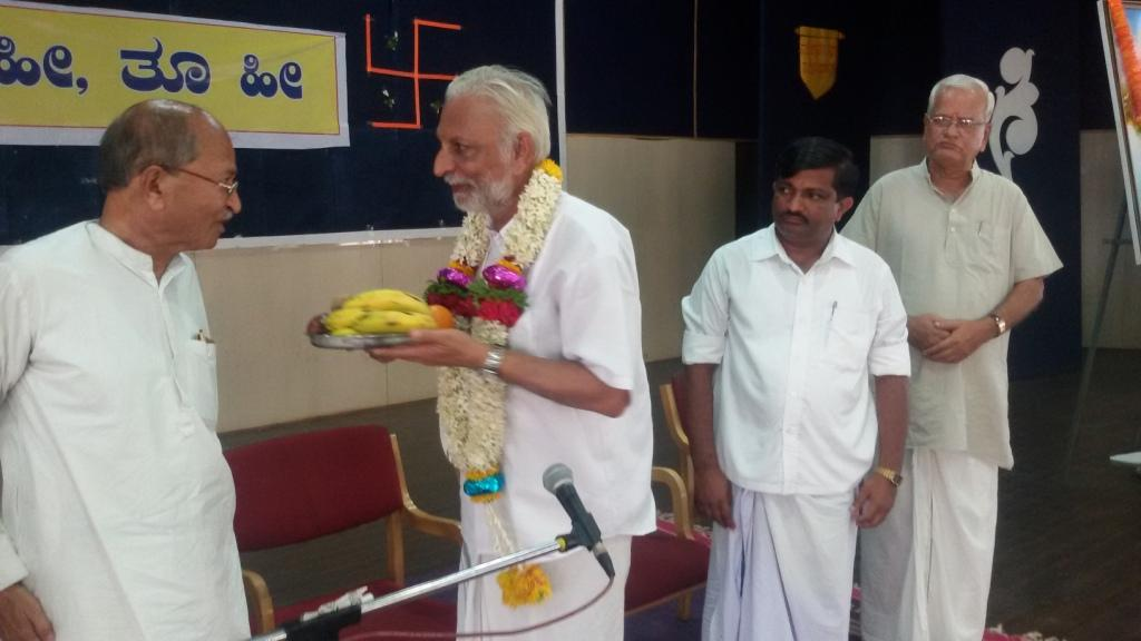 Sri M visits RSS Sangh Shiksha Varg, Dharwad May 6-2015-1