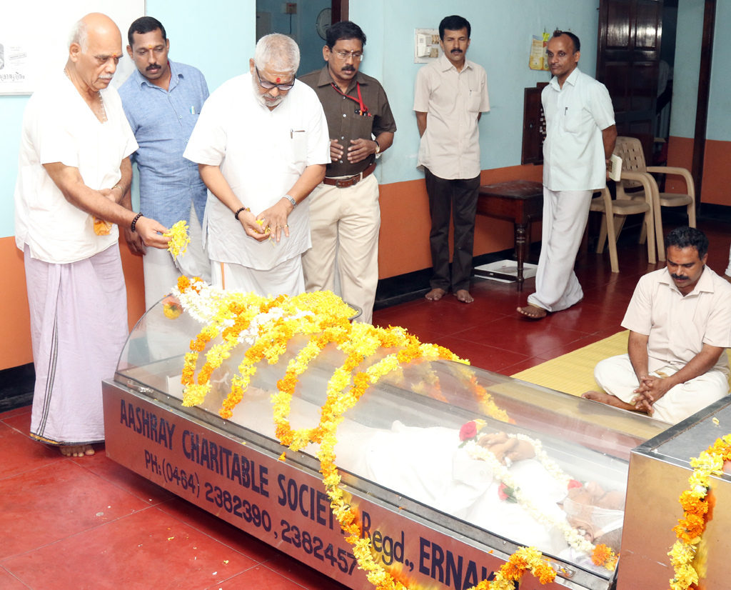 RSS Kerala Pranth Sanghachalak PEB Menon, Senior RSS Functionary S Sethumadhavan  paid their tributes to Mohan Kookkiliya