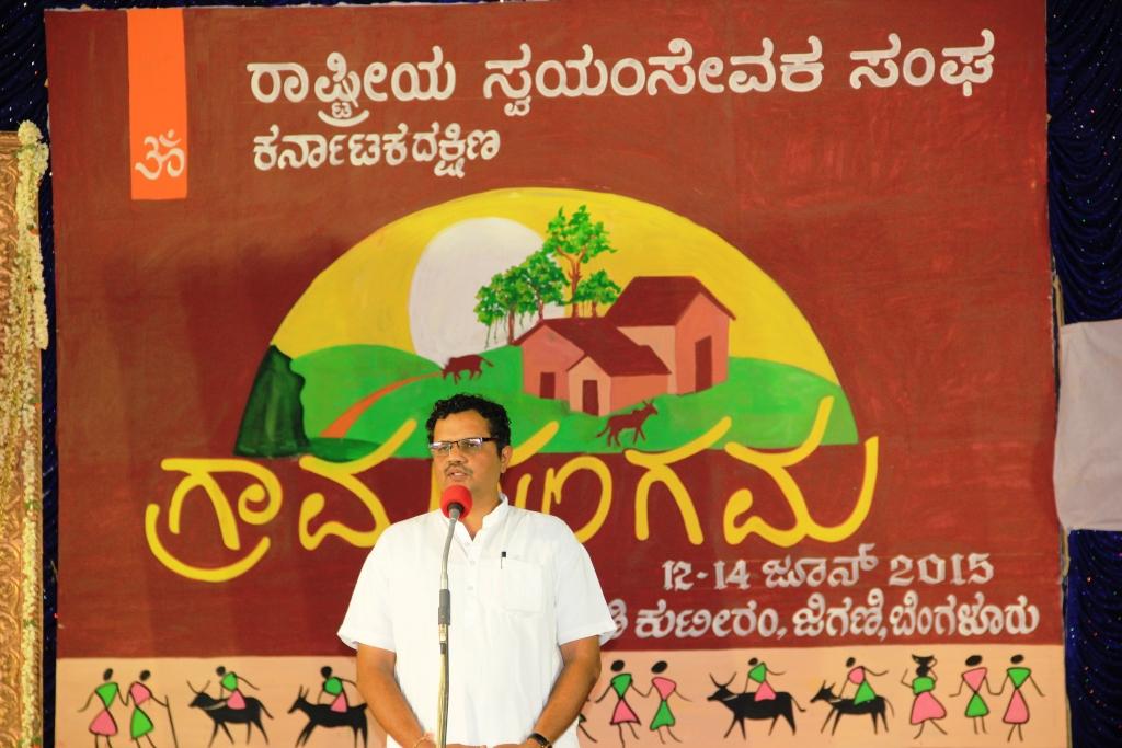 Mukunda CR, RSS Akhil Bharatiya Sah Bouddhik Pramukh addressing